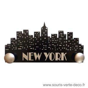 Portemanteau New York noir et argent, en bois médium, peint à la main et vernis, personnalisable http://www.souris-verte-deco.fr/Boutique/portemanteaux-muraux-bois-decoration-chambre-ado-maison/243-portemanteau-mural-new-york-noir-et-argent-personnalisable.html