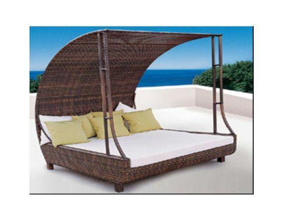 Outdoor Wicker Canopy Bed