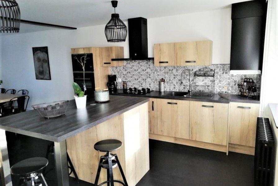 cuisine industrielle avec bois clair et