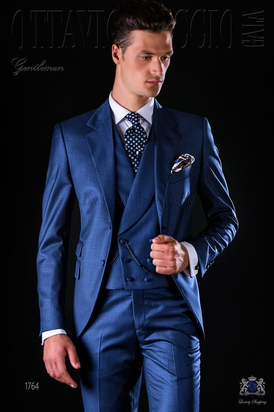 Costume homme italien bleu avec revers crantés b9399784bba