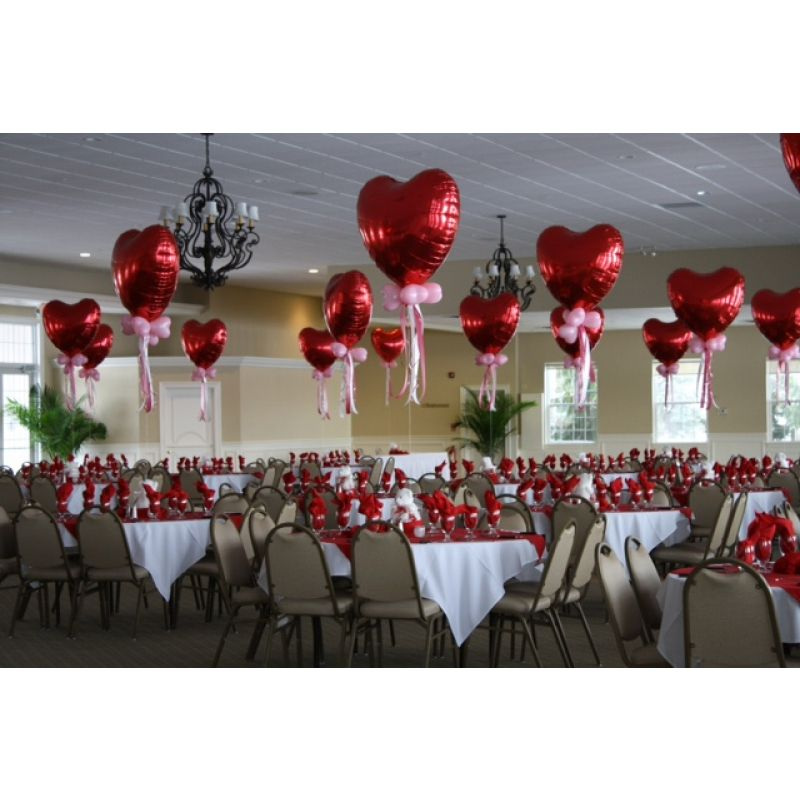 Valentines centerpieces red heart balloons projekty na for Heart decoration ideas