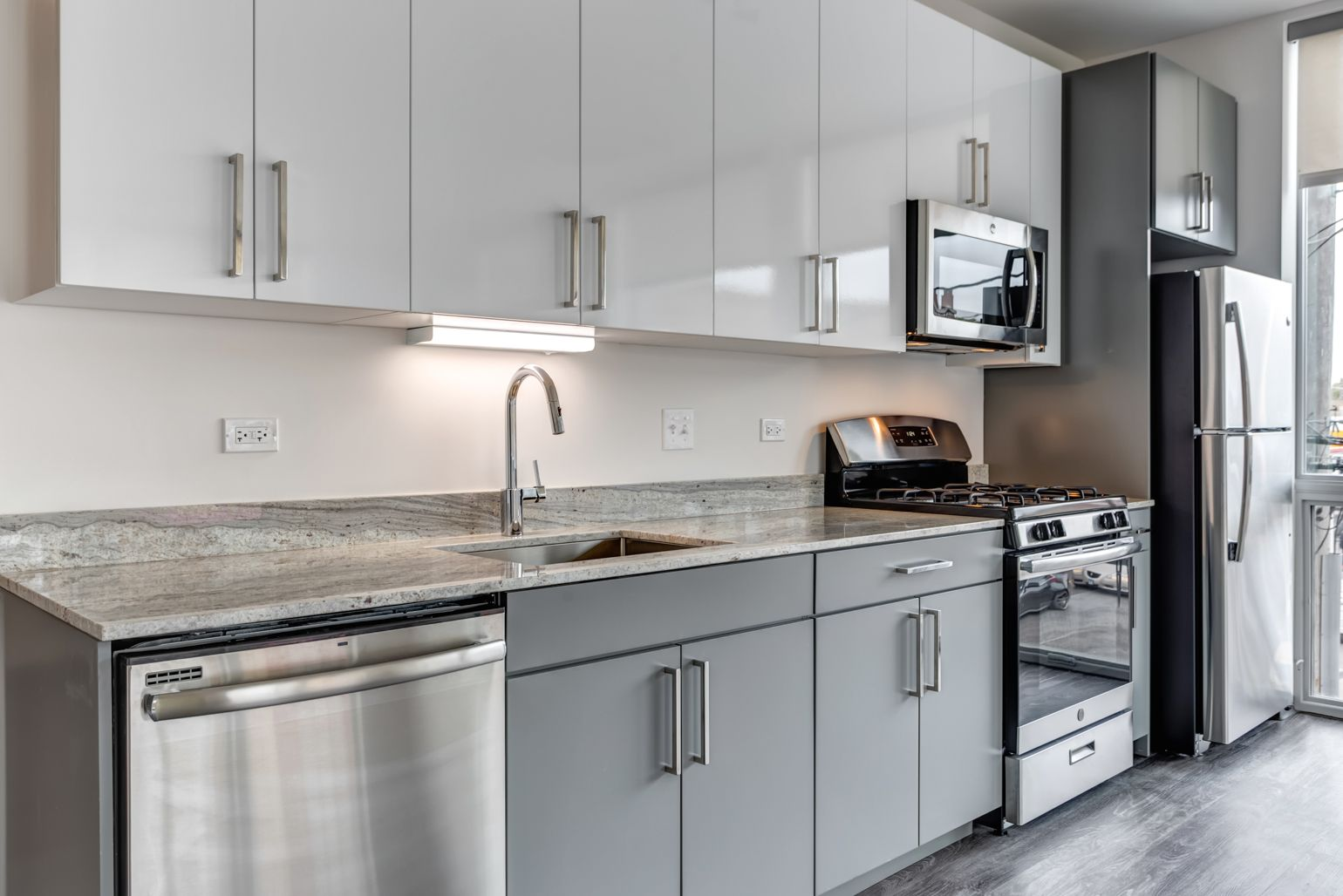 Modern Kitchen With White Cabinets Hardwood Floors Marble Countertops Stainless Steel A Kitchen Cabinets To Ceiling Cabinets To Ceiling Kitchen Design Color