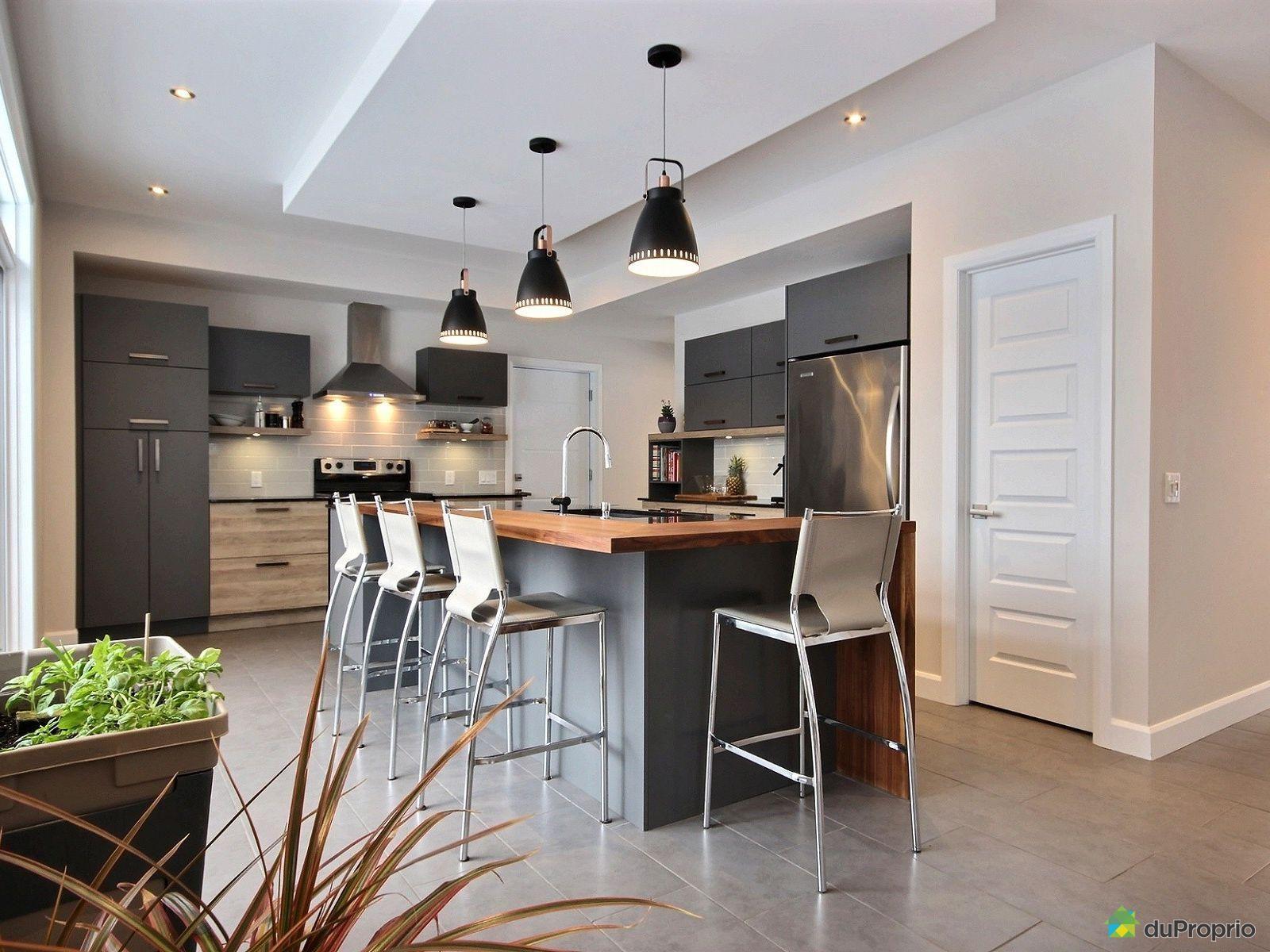 On aime cette cuisine contemporaine avec ces belles armoires grises charcoal et ce t lot en bois - Belles cuisines contemporaines ...