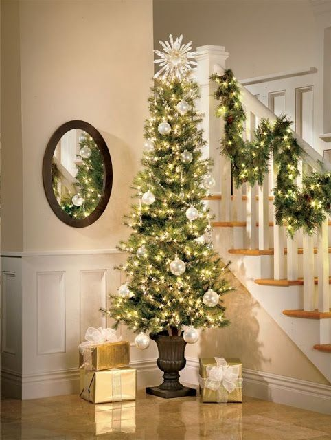 33 Small Christmas Tree Decor with Lighting Ideas - homeridian.com #smallchristmastreeideas