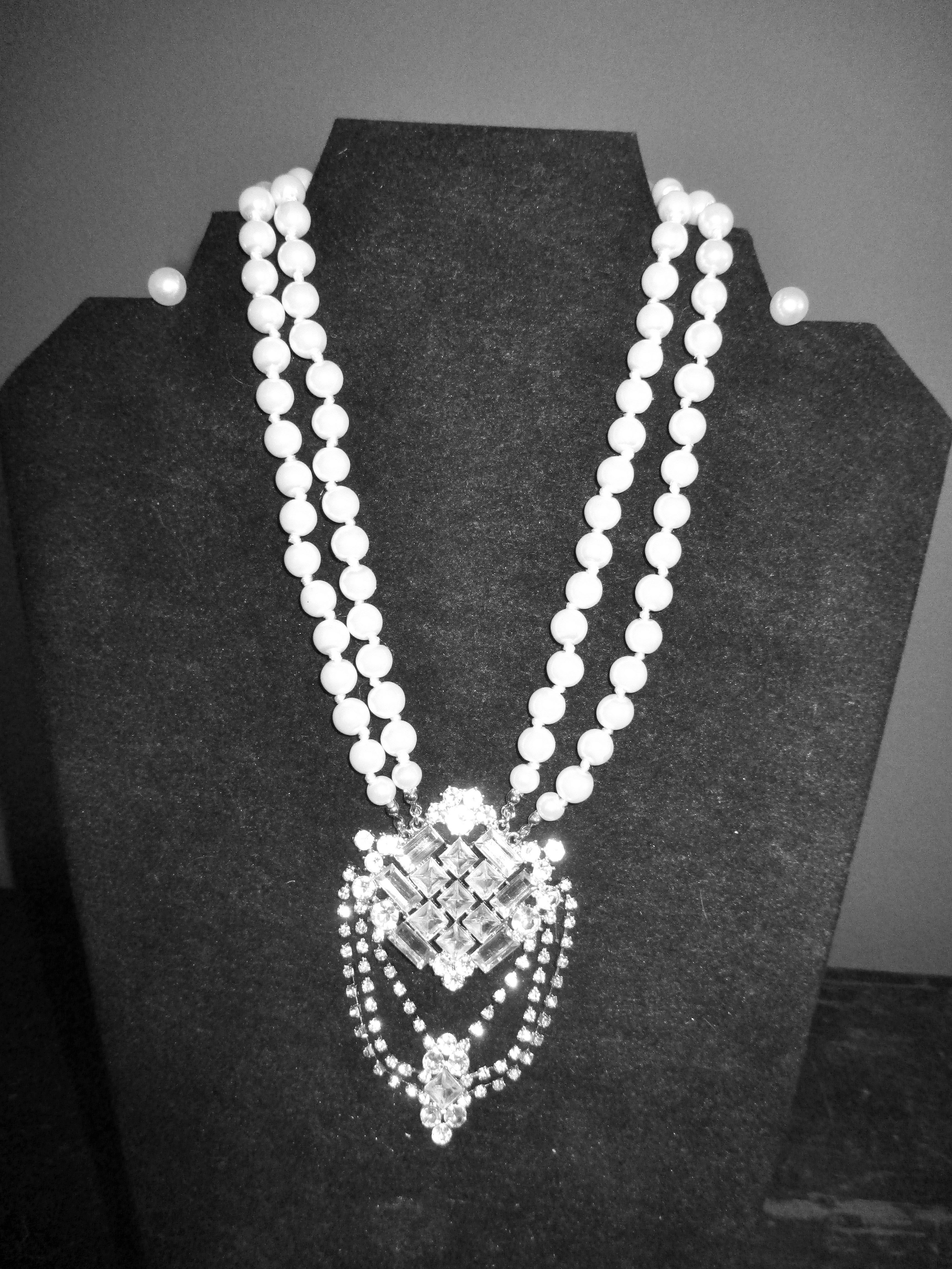 Stunning Pearl and Crystal Pendant Necklace with Matching Earrings