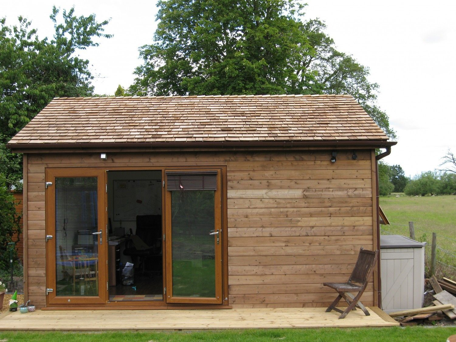 A freelancing couple needed a garden room to use as a home office ...