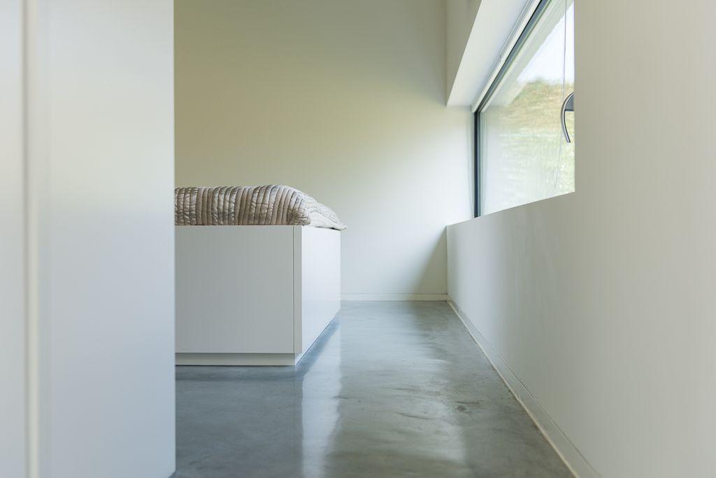 Ook de bedden werden uitgevoerd door de meubelmaker. Overal is gewerkt met dezelfde plinthoogtes, foto Ian Segal, 1029GYBE stam.be