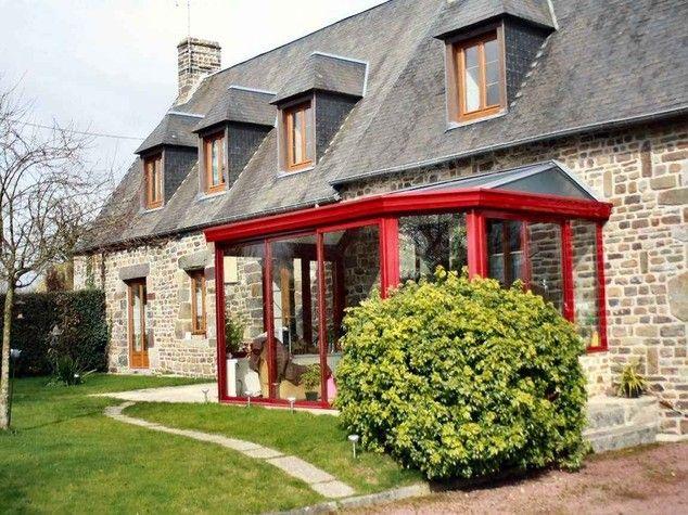 A84 à 5 km (Caen-Rennes), coup de coeur pour cette très belle maison en pierres, au calme. Terrain arboré clos. 4 chambres, grand salon séjour, grande cheminée ouverte, cuisine équipée. Véranda, dépendances, grenier aménageable. A visiter ! www.partenaire-europeen.fr/Annonces-Immobilieres/France/Basse-Normandie/Manche/Vente-Maison-Villa-F7-LA-BLOUTIERE-795368 #veranda #verandarouge #achatmaisonLaboutiere