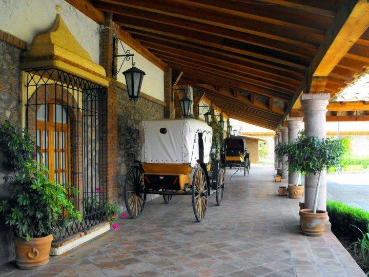 Casa hacienda plantacion colonial california buscar con for Decoracion de casas tipo hacienda