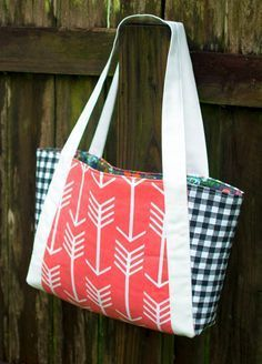 14+ Free Tote Bag Patterns You Can Sew in a Day! (plus tips to make it happen) #bagpatterns