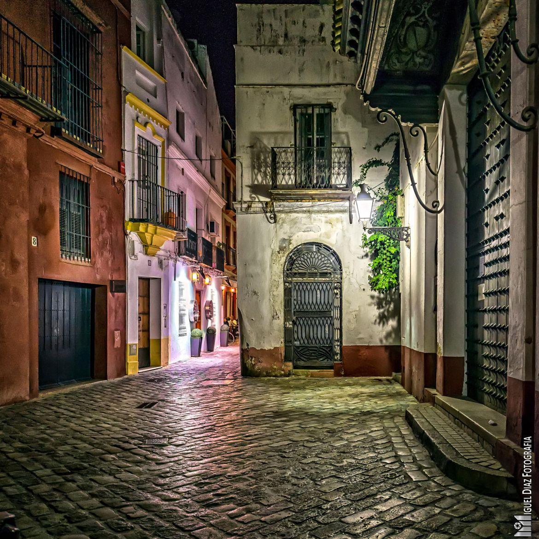 De noche por la Judería de Sevilla Sevilla españa