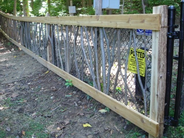 How To Camouflage A Chain Link Fence Do It Yourself Fun Ideas Chain Link Fence Chain Link Fence Cover Black Chain Link Fence