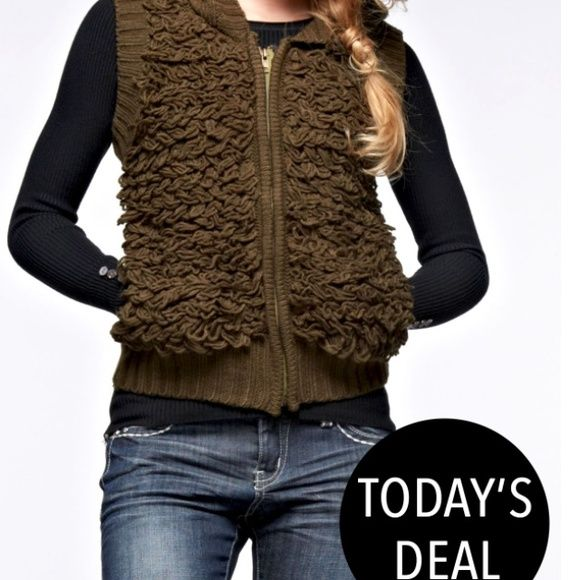 Olive 3d like sweater vest. 🎉Sweater HP 12/30🎉 Boutique | Shaggy ...