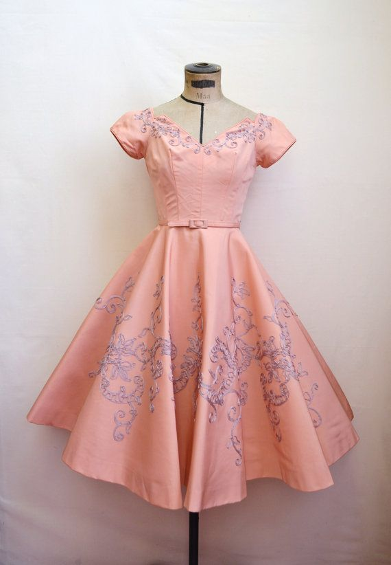Beautiful peachy-pink 1950s dress with lilac embroidery {Repin}