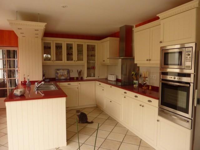 Cuisine modèle Cottage avec portes en chêne massif Coloris beige