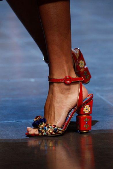 Sfilata Dolce   Gabbana Milano - Collezioni Primavera Estate 2016 - Vogue  Scarpe Sandali 31e76aca148