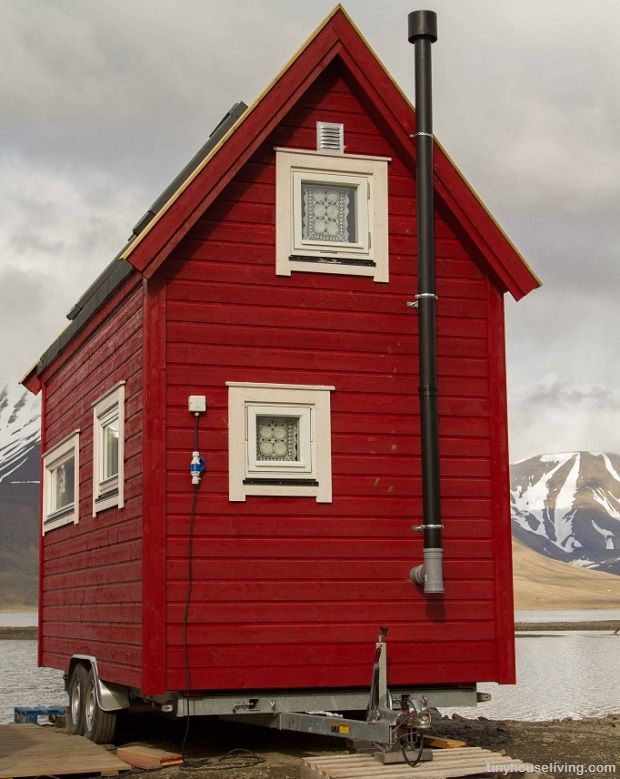 on wheels is the new off grid a guide to tiny houses. Black Bedroom Furniture Sets. Home Design Ideas