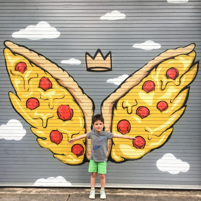 West Loop (Salon Pizza 108 N. Green St.) – fliegende Pizza Wandbild, Pizza Flügel  – Favorite Places & Spaces