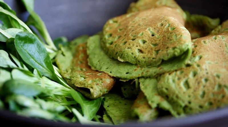 spinach crepes with apple chickpea filling