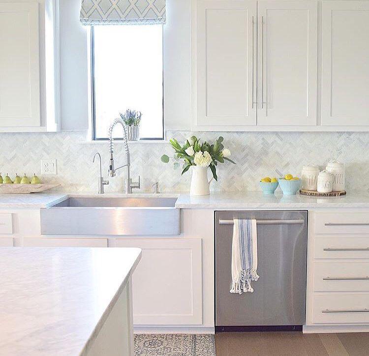 Pin By Toni Kendrick On Home Ideas White Modern Kitchen Home Kitchens Kitchen Design