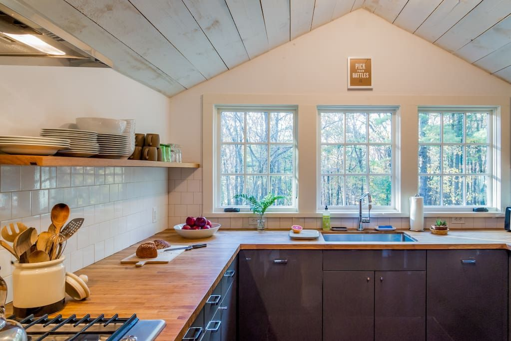 Modern Renovated Adirondack Lodge - Cabins for Rent in Catskill - Get $25 credit with Airbnb if you sign up with this link http://www.airbnb.com/c/groberts22