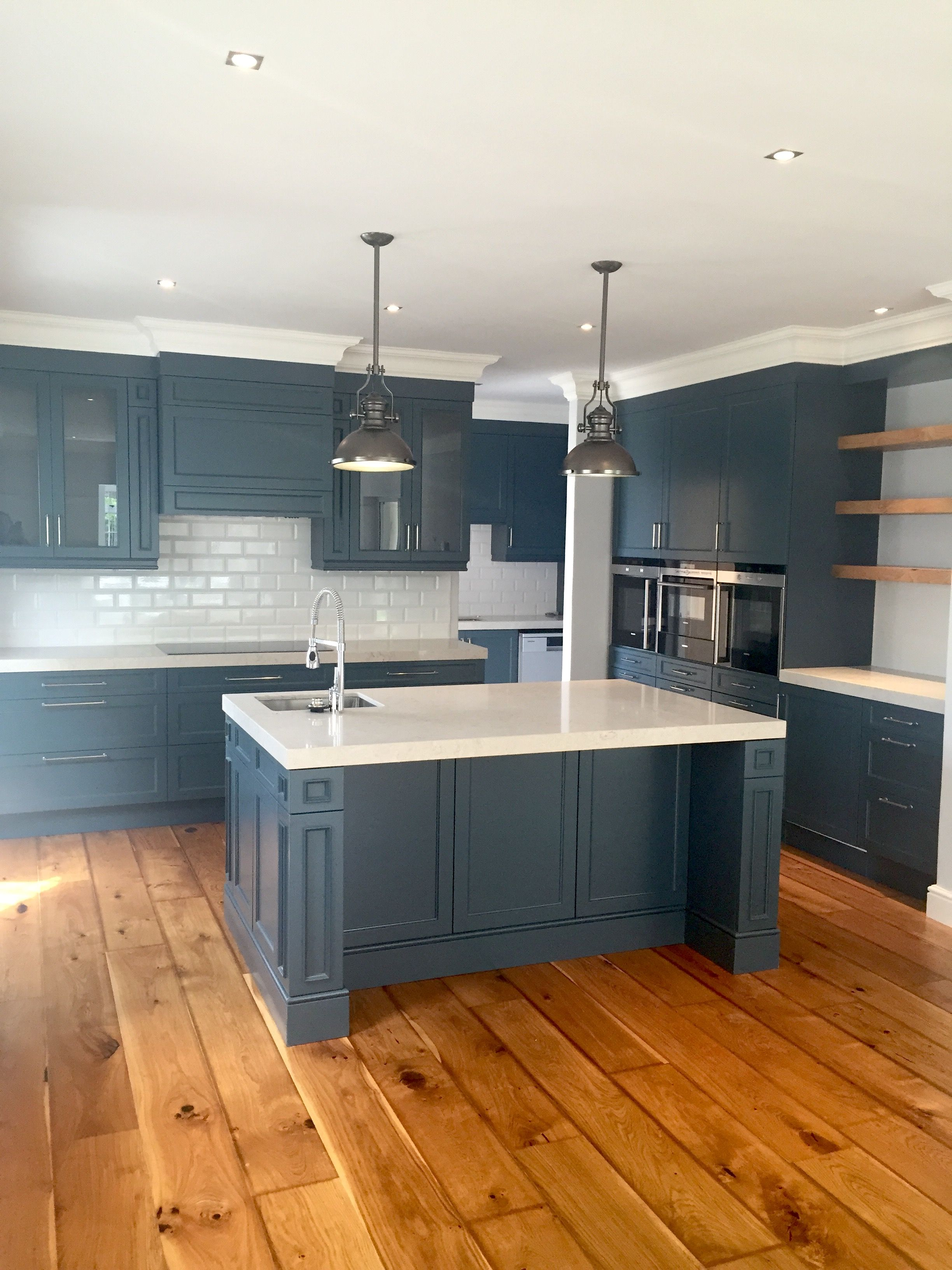 Beautiful kitchen in slate grey with Ceasarstone Bianco ...
