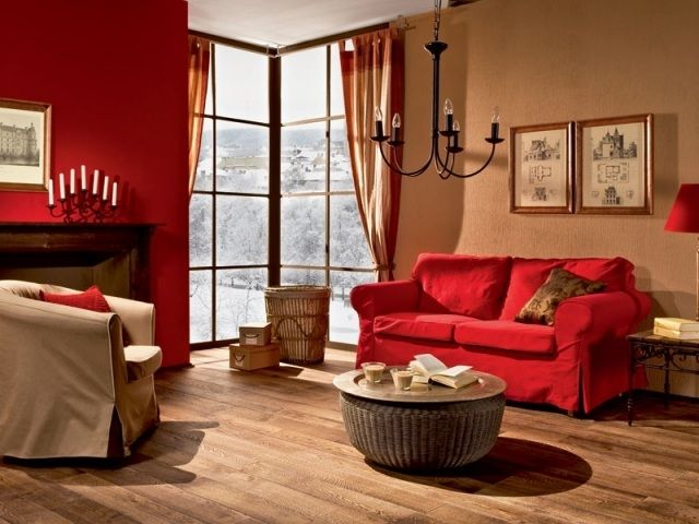 deco salon canape en couleur rouge fauteuil blanc