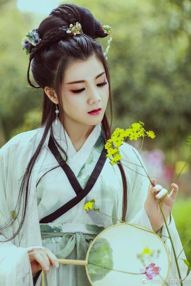 girls-geisha-asian-costume-pulling-off-bikini-video