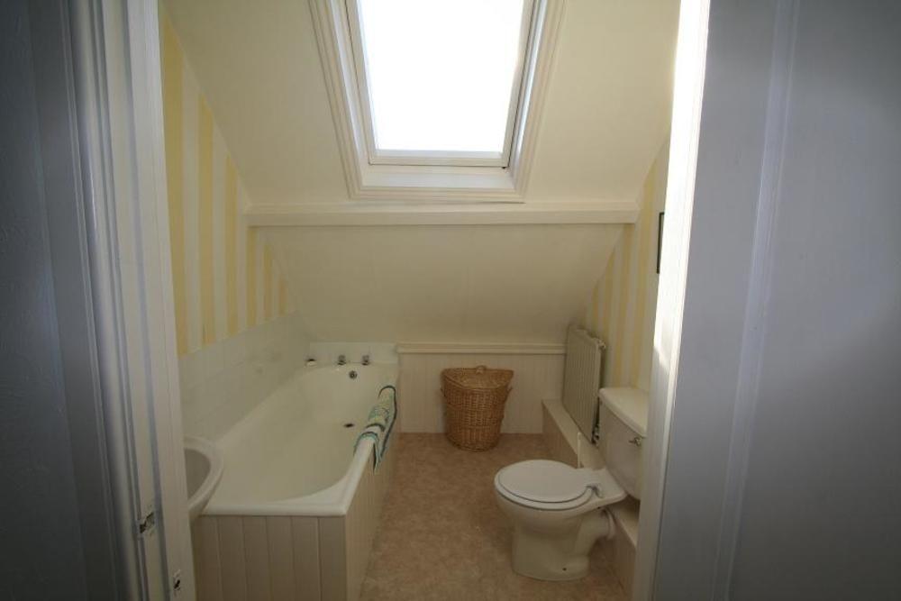E side Bathroom