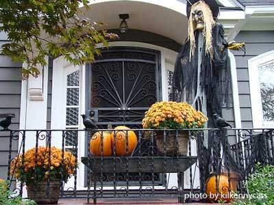 Outdoor Halloween Decorations for Fright and Fun Outdoor halloween - how to make halloween decorations for yard