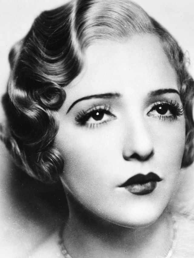 Vintage Everyday Sleek And Wavy Characteristics Defined The 30 S Hairstyles For Women Vintage Hairstyles 1920s Makeup Vintage Makeup
