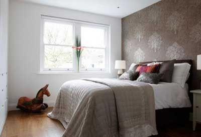 Ideas para decorar un dormitorio con papel pintado y pintura