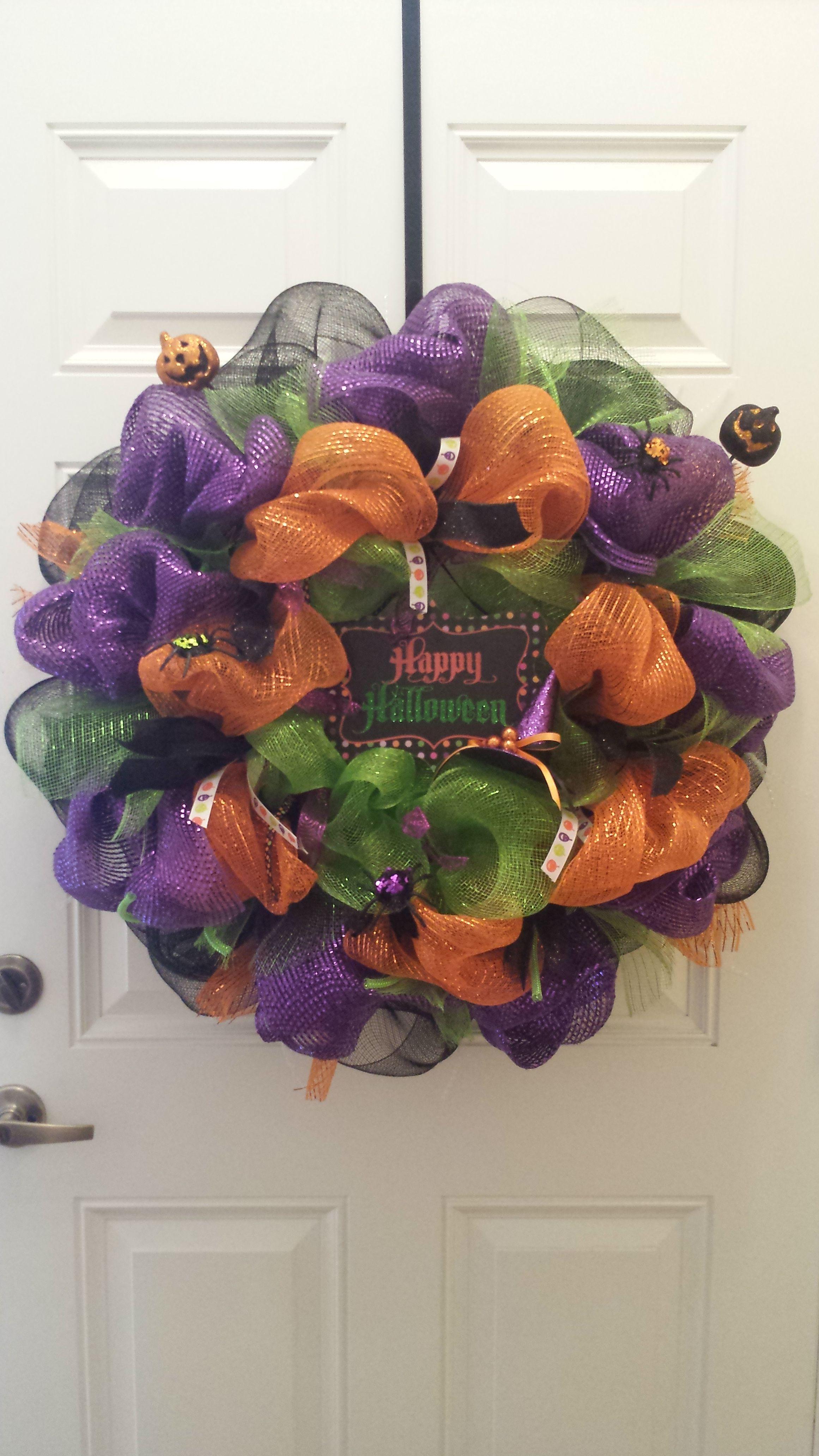 Deco Mesh Halloween Wreath #thecraftybuttercup