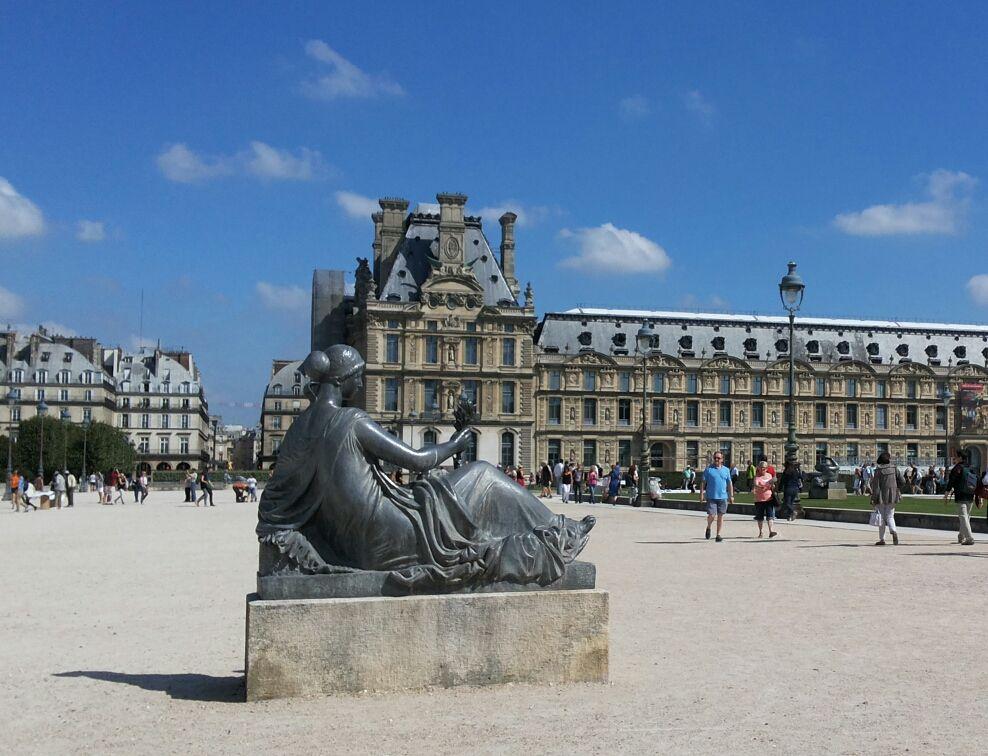lonely statue in paris