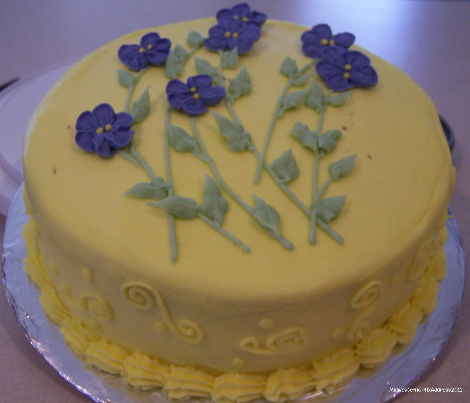 How to Make Frosting Flowers | Here is an up close pictures of the design: