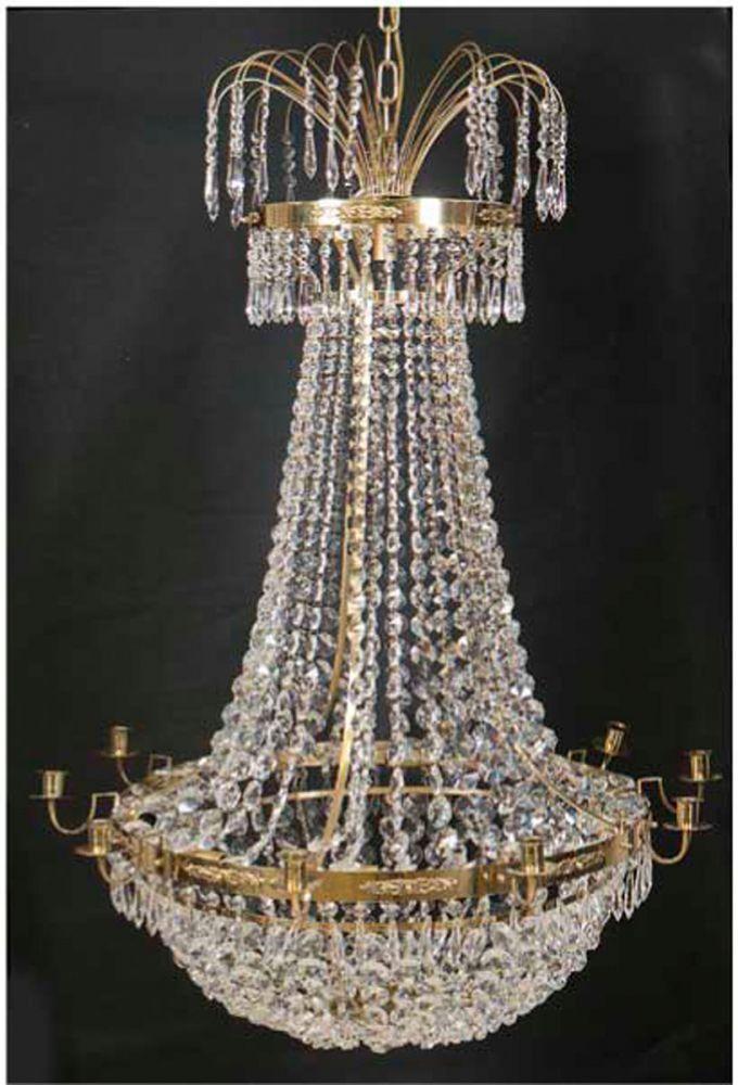 Kronleuchter, Schweden, 10-flammig, Messing mit reichem Prismenbehang, H. ca. 115 cm, Dm.ca. 80 cm — Möbel, Einrichtung