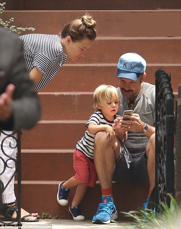 Pregnant Olivia Wilde And Jason Sudeikis Give Son Otis A Big Hug Olivia Wilde Jason Sudeikis Olivia
