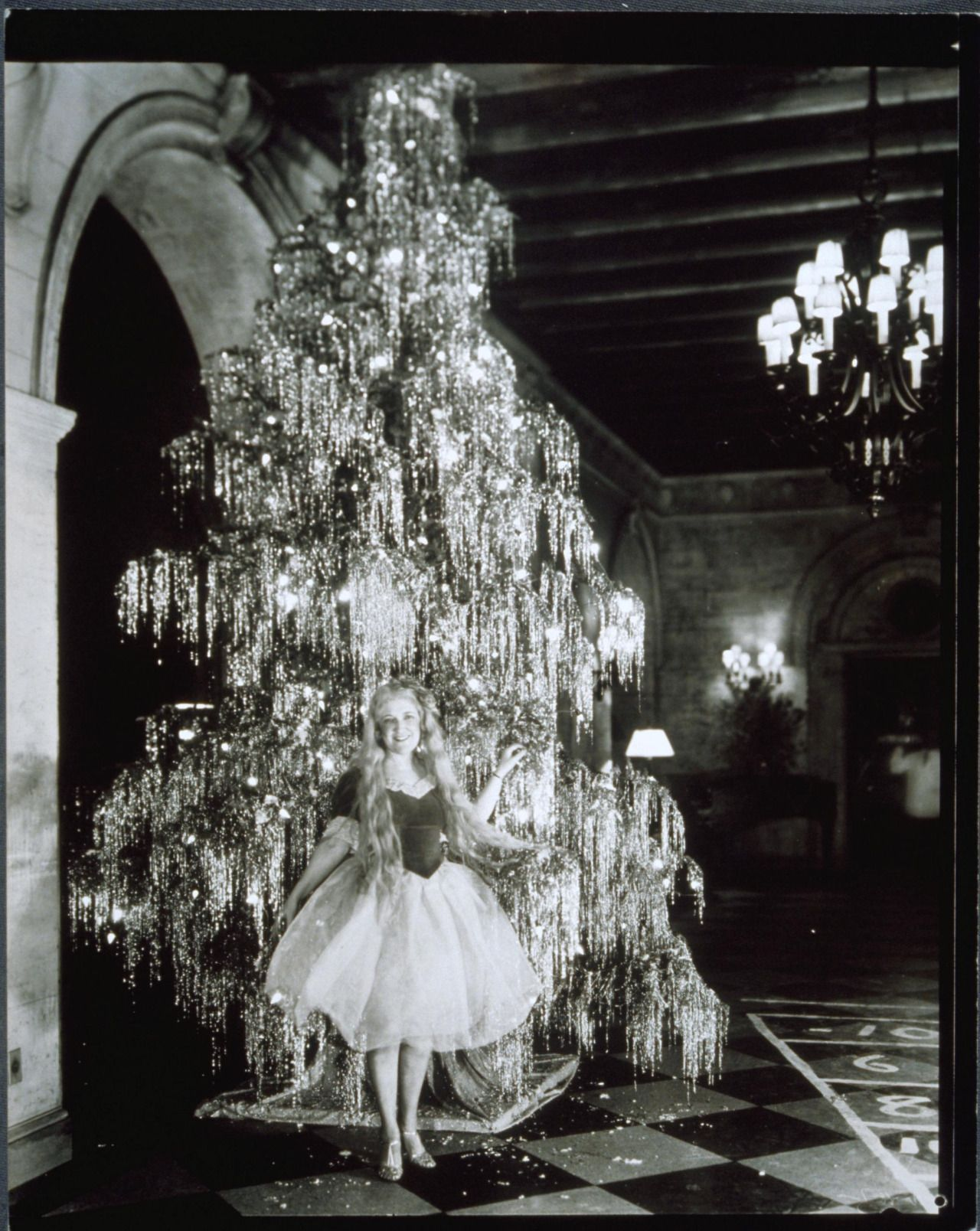 """1930s Usa """"ballerina"""" In Front Of Christmas Tree"""