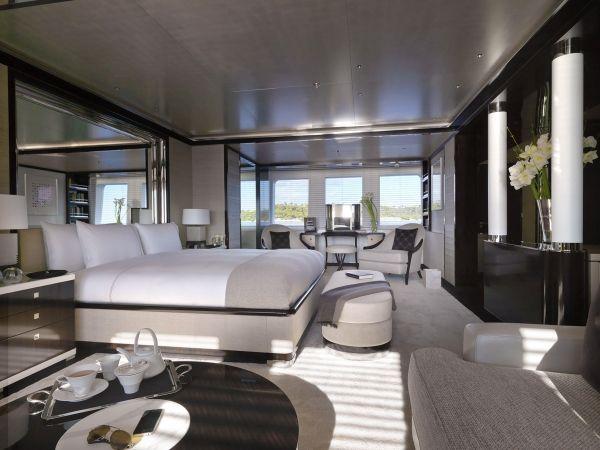 KAHALANI luxusyacht schlafzimmer weiß farbschema remi tessier