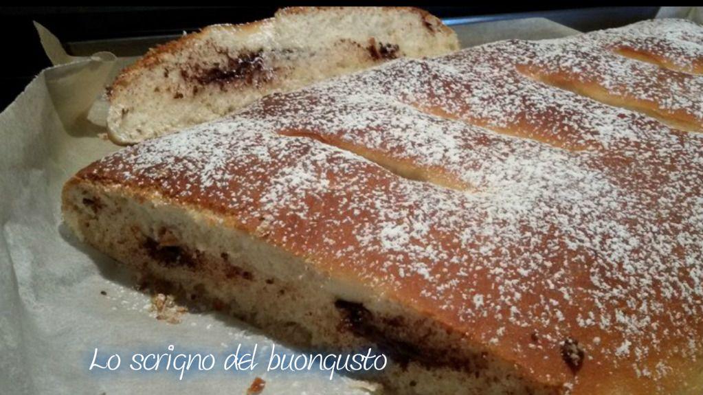 MAXI CALZONE FARCITO  CLICCA QUI PER LA RICETTA                                  #calzone #ricettedolci #likefood #foodblogs #cioccolato http://loscrignodelbuongusto.altervista.org/maxi-calzone-dolce-farcito/