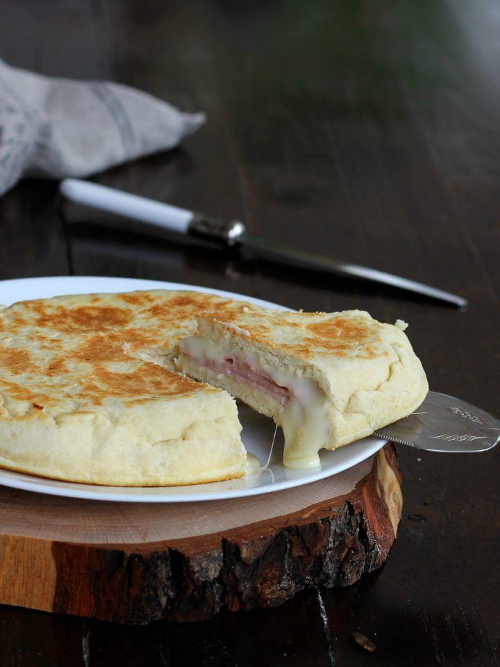 FOCACCIA IN PADELLA RICETTA CREMOSA con prosciutto formaggio