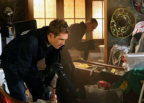 George Eads and Eric Szmanda in CSI: Crime Scene Investigation (2000)