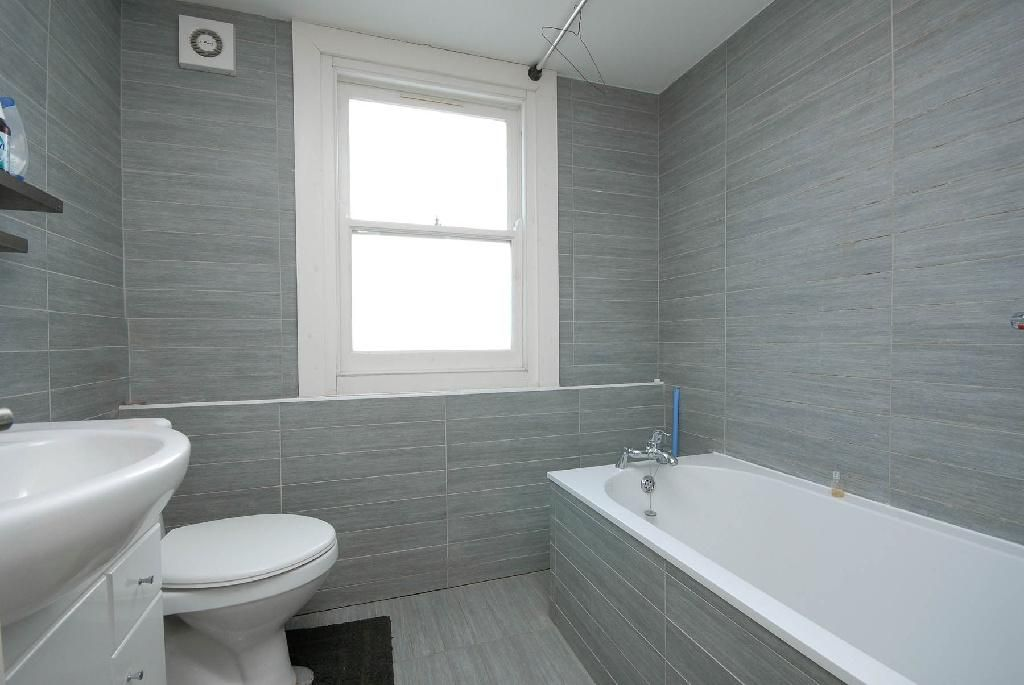 Gray Bathroom Vanity Tile Ideas Walls Cabinets And Accessories Choose Grey And White Bathroom Pic Grey Bathrooms Gray Bathroom Decor Grey Modern Bathrooms