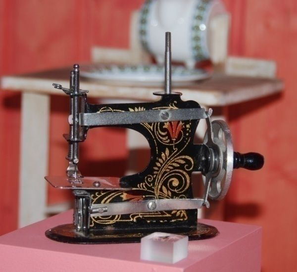 The Singer Sewing Company Invented Smaller Sewing Machines And Custom Singer 733 Sewing Machine