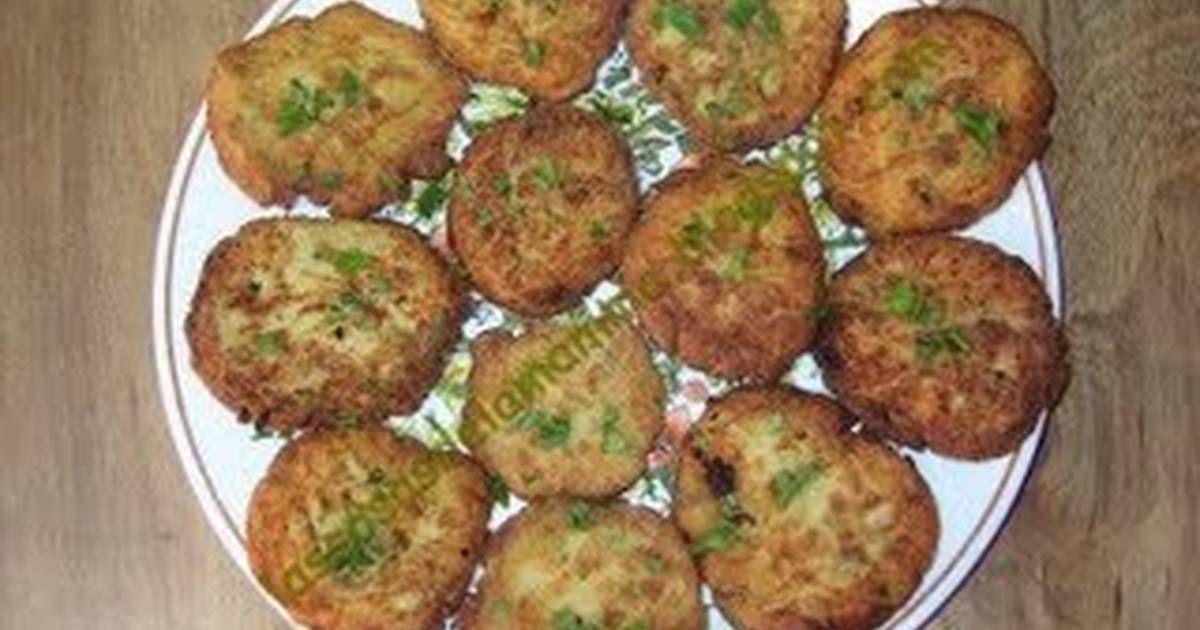 Fabulosa receta para Tortitas de arroz. Pueden ser guarnición de carnes o aves, e incluso las puedes hacer con el arroz que te sobre del almuerzo.