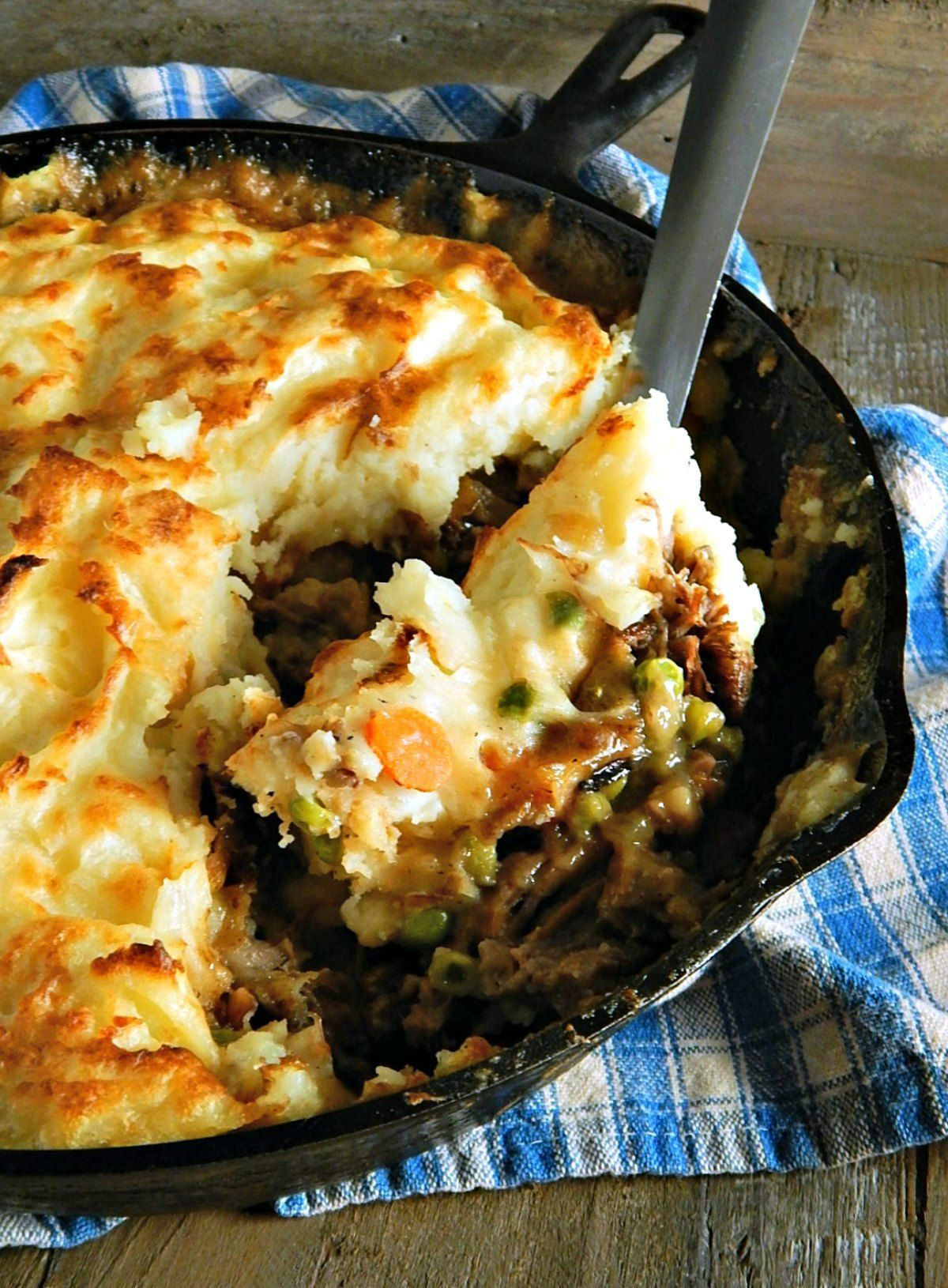 Do You Love Shepherd S Pie Or Cottage Pie It S Been A Fave Of Mine Since I Was A Kid I Have A Recipe Roast Beef Recipes Pot Roast Recipes Leftovers Recipes