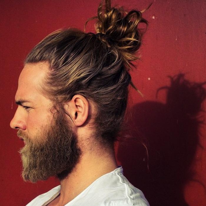 coupe cheveux long homme chignon