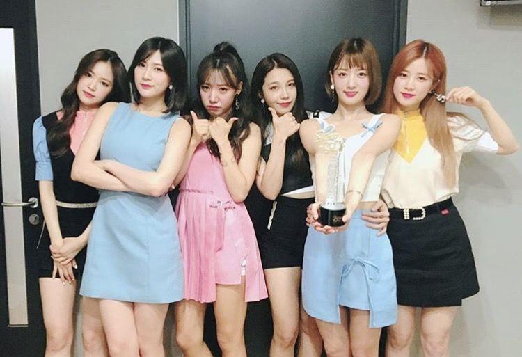 6 Members 6th Win 6th Mini Album Congrats Apink And Great Job Panda S Kawaii Fashion Outfits Kawaii Fashion Kpop Girls