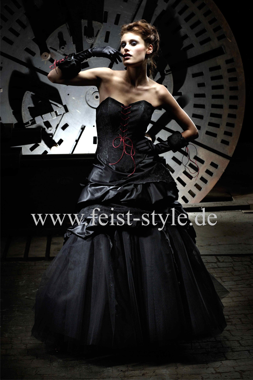 Dark-Dream: Gothic Bridal Gown by Lucardis Feist. Schwarzes Gothic ...
