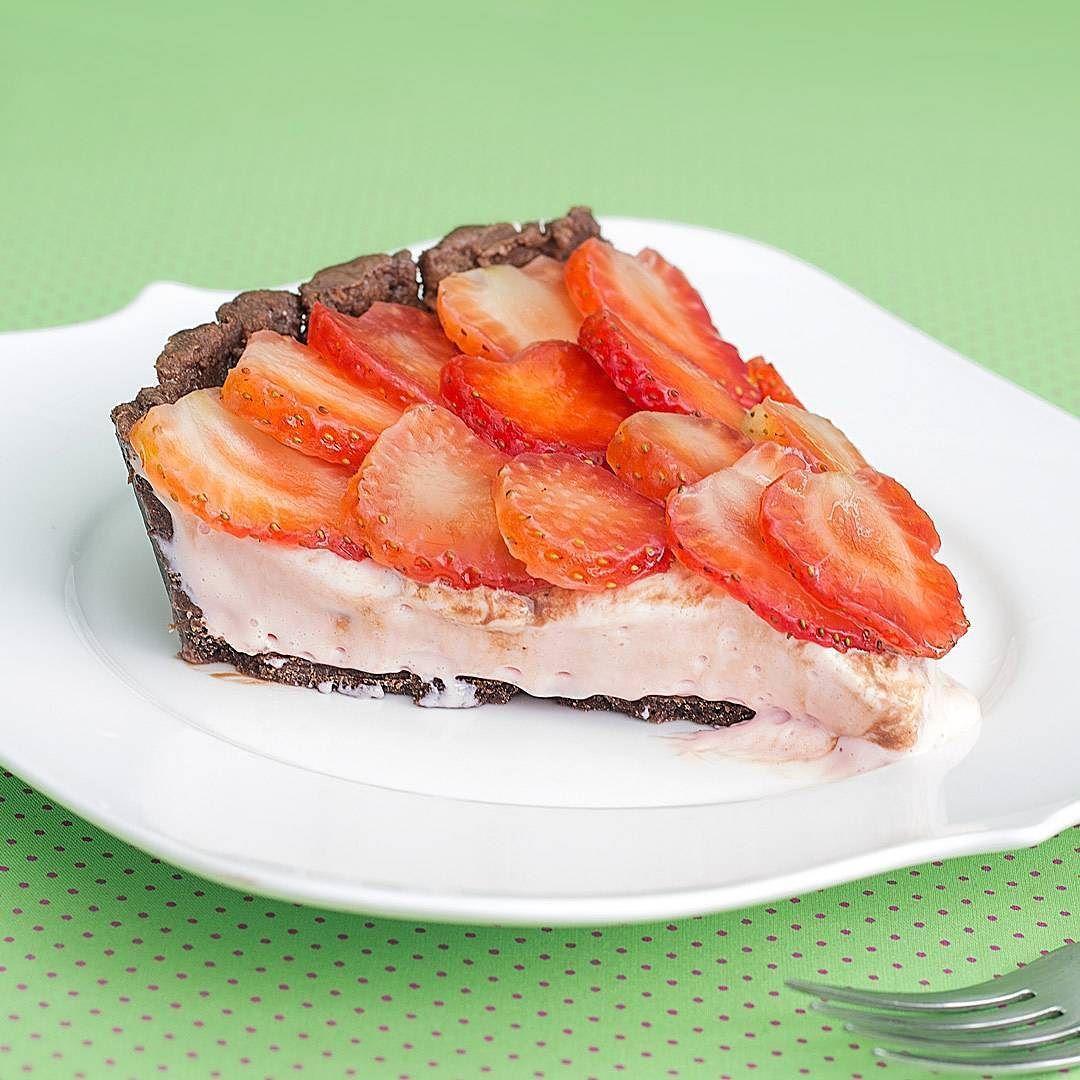 Esta Torta de Danoninho com Chocolate ficou deliciosa!  A receita já está disponível no Versy.  Não deixe de conferir e me dizer o que achou  beijinhos #SaldeFlor #Receitas #Versy @versybr